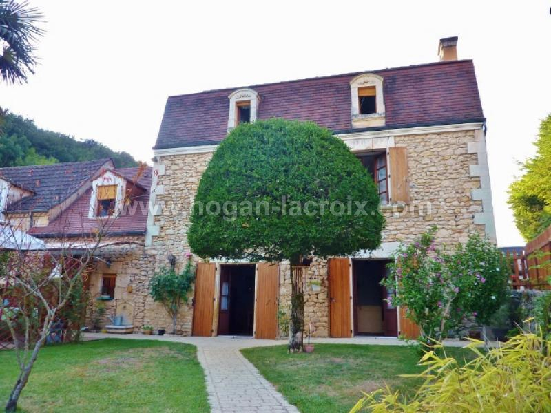 in a lovely village in the dordogne valley stunning old stone house with garage garden. Black Bedroom Furniture Sets. Home Design Ideas