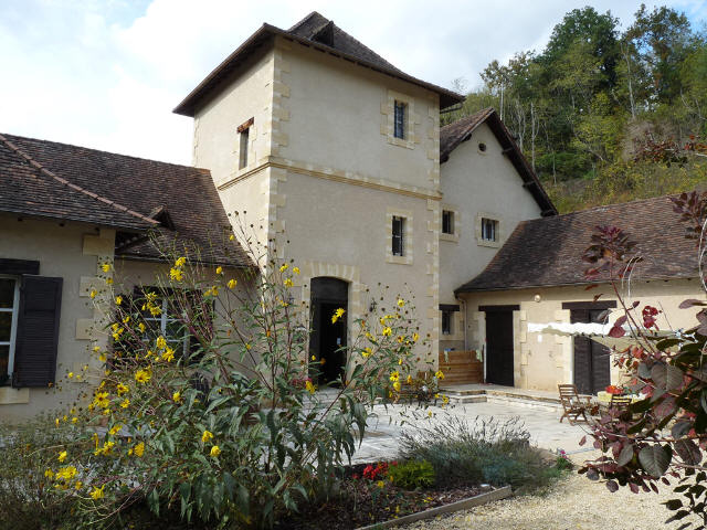 IDEAL CHAMBRES D'HOTES, CHARACTER PROPERTY WITH GITES, SWIMMING POOL. ON 5 HA.