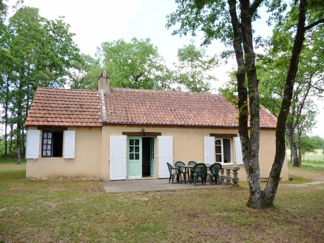 IDEAL HOLIDAY HOME - BEAUTIFUL WOODED LAND 5000m2 - Very quiet situation for nature lovers !