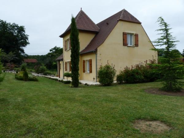 ONLY 2 STEPS AWAY FROM A VERY NICE VILLAGE OF THE PERIGORD NOIR,VERY NICE MODERN HOUSE WITH SWIMMING