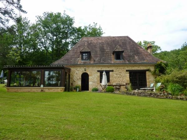 VERY COMFORTABLE MATURE HOUSE - SUPERB LOCATION - 1,25ha of magnificent partly wooded land