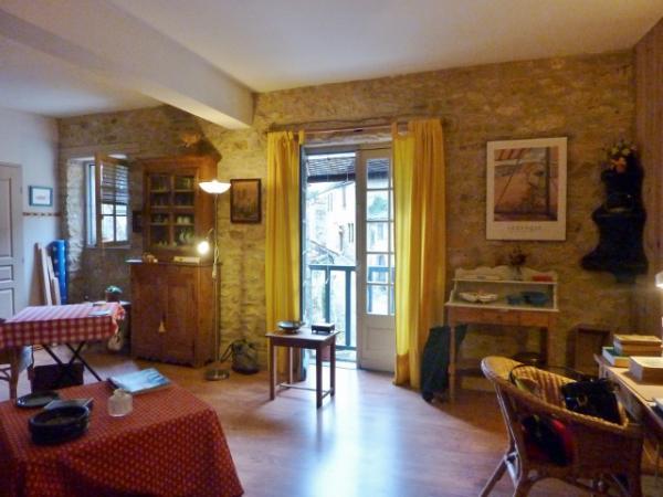 2 STUDIOS INDEPENDANTS : 42m² et 39m² dans ville touristique au bord de la Dordogne
