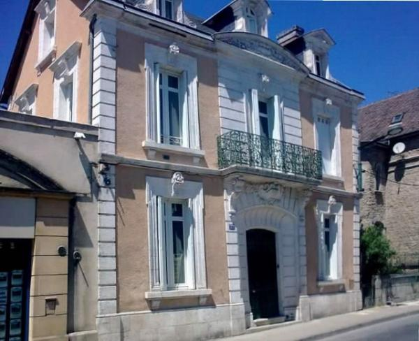 VERY CLOSE TO THE MEDIEVAL TOWN CENTRE, WONDERFUL LOOKING TOWN HOUSE WITH TERRACE !!!