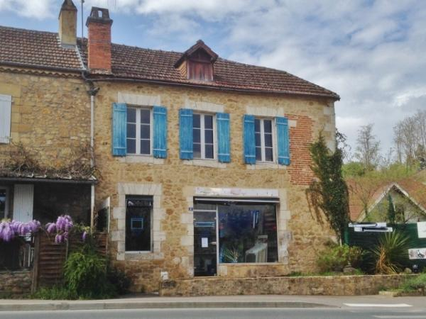 SARLAT, ONLY 2 MINUTES FROM TOWN CENTRE, IDEAL SHOP OR LOCK UP et GO TOWN HOUSE !!