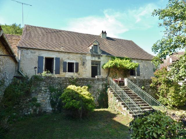 IN A NICE VILLAGE IN THE DORDOGNE VALLEY, ABOUT 20KM AWAY FROM SARLAT, RIVER WITHIN WALKING DISTANCE