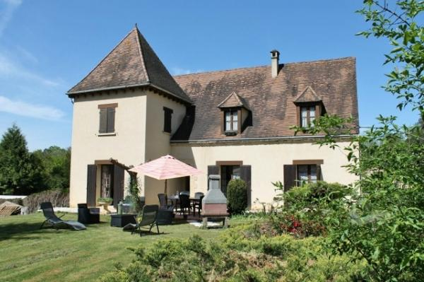 ONLY A FEW MINUTES FROM SARLAT et ALL SHOPS, LOVELY AND LARGE HOUSE. IDEAL FAMILY HOUSE et INVESTMEN