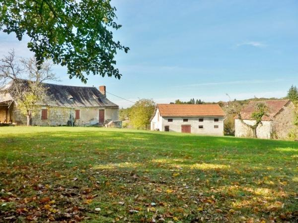 OLD STONE BUILDING, A LARGE OUTBUILDING AND A SAMLL BARN, ON A PLEASANT GROUND APPROX. 0,76 ACRES. P