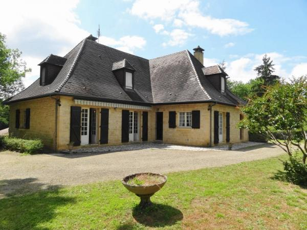 ABOUT 5KM SOUTH FROM SARLAT, IN A QUIET LOCATION, BEAUTIFUL AND ALSO LARGE HOUSE ON APPROX. 0.74 ACR