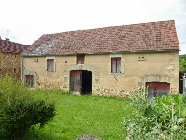 IN A LOVELY LITTLE HAMLET, STUNNING 92M² OLD STONE BARN TO CONVERT, ABOUT 15KM WEST FROM SARLAT et O