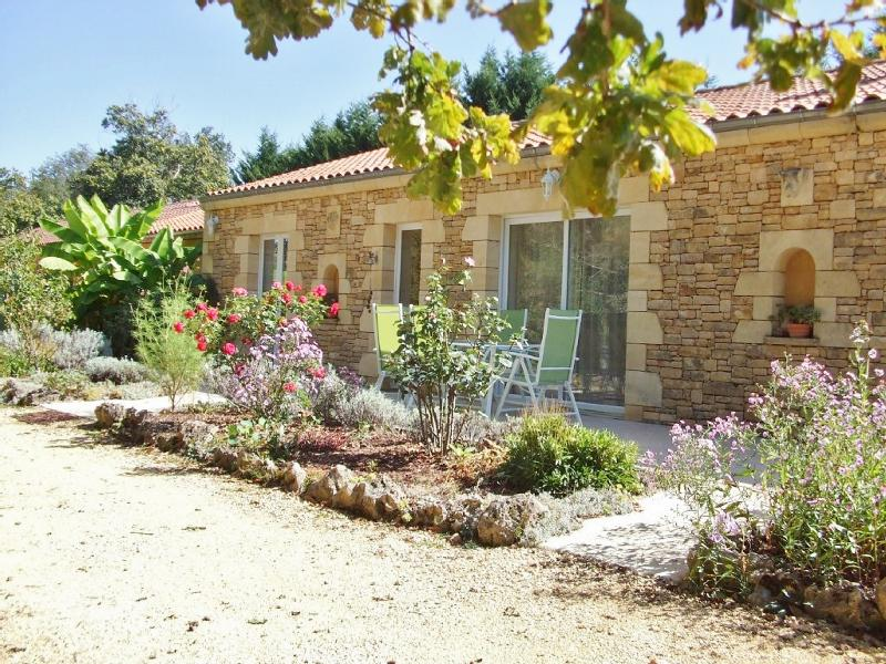 5MIN AWAY FROM SARLAT, IN A QUIET LOCATION, TWO BEAUTIFUL MODERN HOUSES, SPACIOUS, BRIGHT et COMFORT