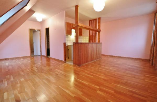 SARLAT ! TWO STEPS AWAY FROM THE MEDIEVAL TOWN CENTER, LOVELY APARTMENT IN A VERY GOOD LOCATION !! I