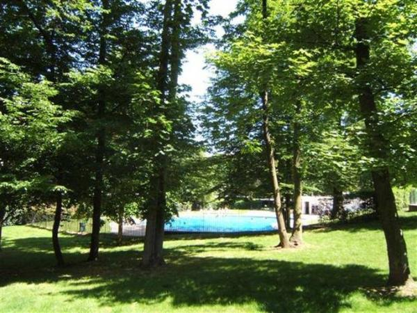 CLOSE TO PARIS, IN A LOVELY RESIDENCE WITH SWIMMING POOL, TENNIS COURT et PRIVATE GARAGE, LOVELY AND