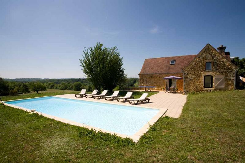 CHARMING STONE PROPERTY WITH BEAUTIFUL VIEW !!! ABOUT 20KM AWAY SOUTH FROM SARLAT, IN A LOVELY LOCAT