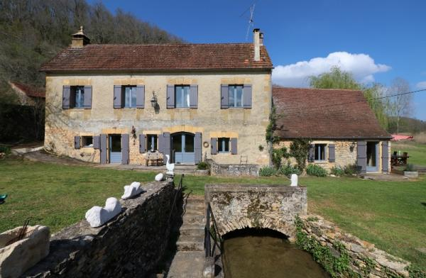 LOVELY OLD MILL DECORATED WITH STYLE AND BARN, APPROX. 10KM AWAY FROM SARLAT, IN A VERY NICE SETTING