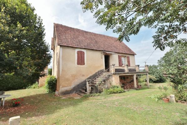 IN A HAMLET, 19 KM SOUTH-EAST FROM SARLAT, 10 MIN FROM ALL AMENITIES, ON 0.25 ACRE OF FENCED LAND. T