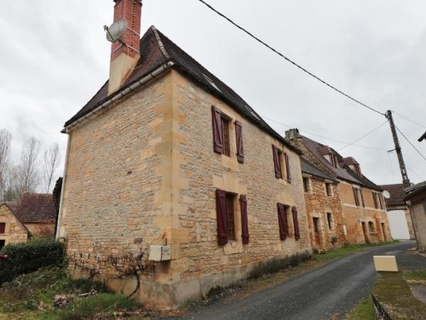 CHARMING STONE HOUSE AND OUTBUILDINGS IN A VILLAGE, 10 MIN AWAY FROM SARLAT; MAIN HOUSE, TWO BARNS A