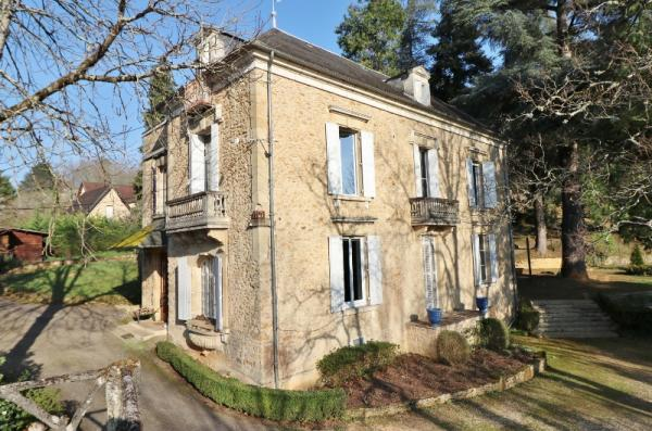 FRENCH MANOR HOUSE -CENTER OF SARLAT - 4.25 ACRES WOODED PARK, SWIMMING POOL, LARGE RECEPTION HALL,