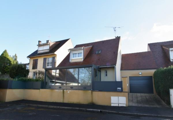 SARLAT - VERY STYLISH RENOVATION !! LOVELY MODERN HOUSE CLOSE TO ALL AMENITIES COMPOSED OF LARGE KIT