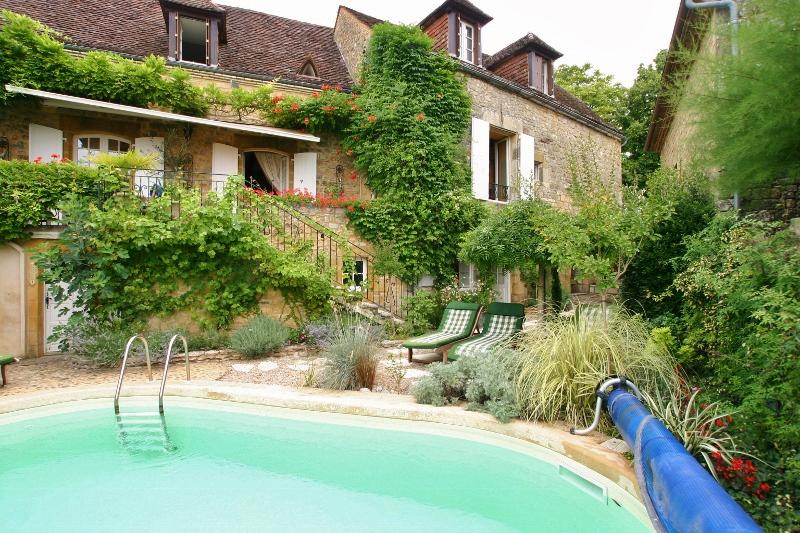 IN THE HEART OF ONE OF THE MOST BEAUTIFUL VILLAGES OF THE PERIGORD NOIR, IN A WONDERFUL LOCATION, WI