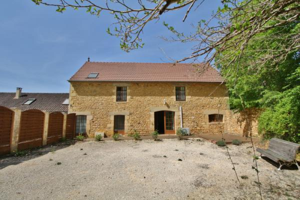 10 MIN SOUTH FROM SARLAT -LOVELY PROPERTY - 4 HOUSES WITH PRIVATE ACCESSES, SWIMMING POOL - RESTORED