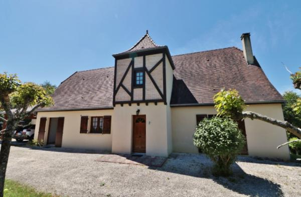 ONLY 5MIN AWAY FROM SARLAT, ON THE HEIGHTS, IN A PEACEFUL LOCATION, NICE PERIGOURDINE STYLE HOUSE WI