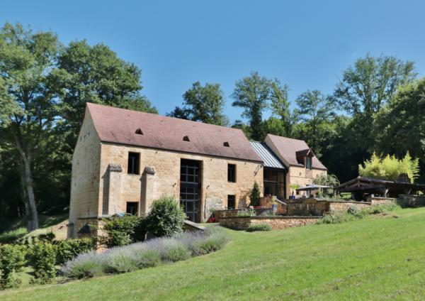 CLOSE TO SARLAT - MAGNIFICENT TEMPLAR CHAPEL RESTORED VERY RECENTLY. ON A 5.9 ACRES PARK WITH SWIMMI