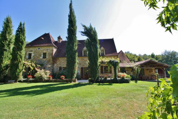 MAGNIFICENT STONE PROPERTY CLOSE TO SARLAT ON A APPROX. 32 ACRES WOODED PARK. BEAUTIFUL LIVING ROOMS