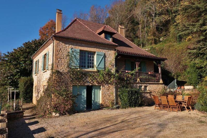 ABOUT 10KM AWAY FROM SARLAT, NESTLED IN THE DORDOGNE VALLEY, WITH A STUNNING VIEW ON ONE OF THE MOST