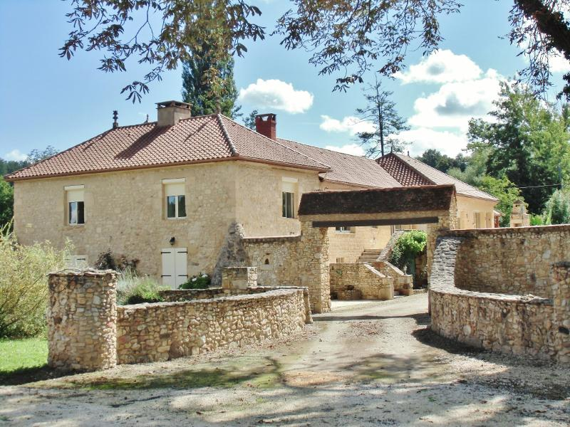 MILL FROM XIIIth and XIVth C. REHABILITATED INTO A CONTEMPORARY HOUSE - 25 MIN SOUTHWEST FROM SARLAT