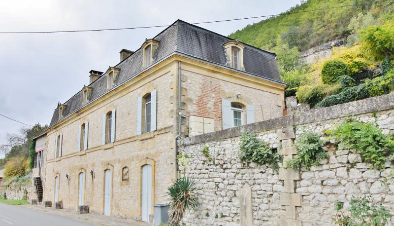 20 MIN OUEST SARLAT - IN A VILLAGE WITH ALL AMENITIES - RESTORED MAISON DE MAÎTRE OF THE 1900's OFFE