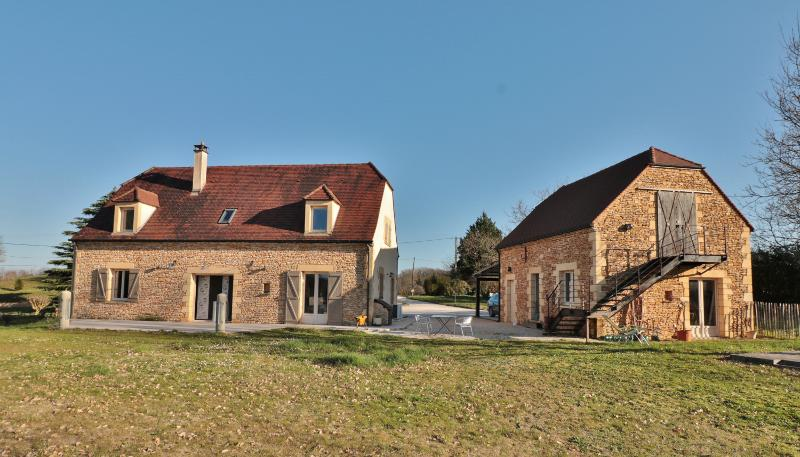 EXCLUSIVITY !! 15 MINUTES FROM SARLAT, CLOSE TO ALL AMENITIES, BEAUTIFUL CONTEMPORARY 3 BEDROOM HOUS