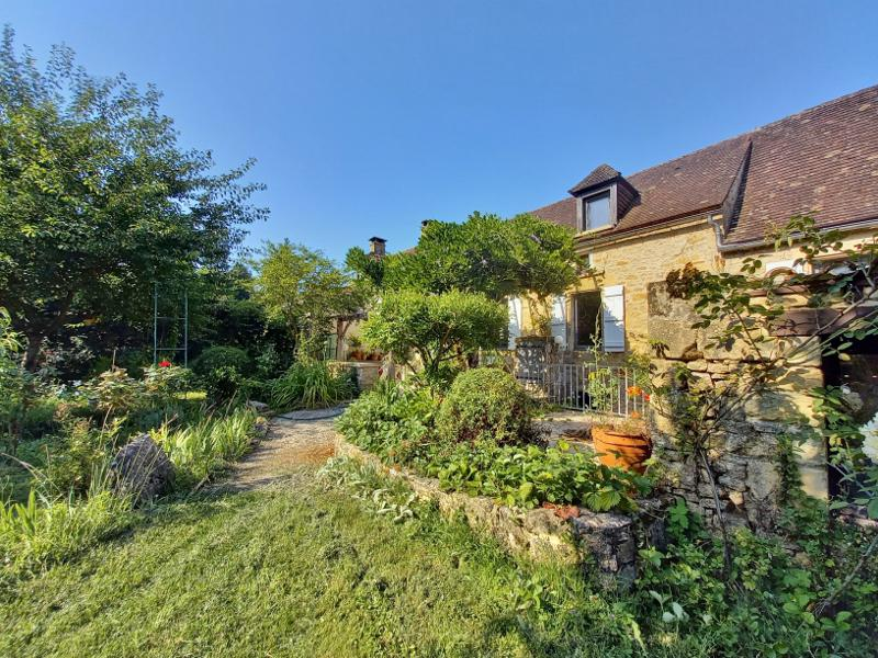 CHARMING STONE HOUSE, IN A TOWN OF THE DORDOGNE VALLEY, 15 MIN. DE SARLAT, CLOSE TO ALL AMENITIES. R